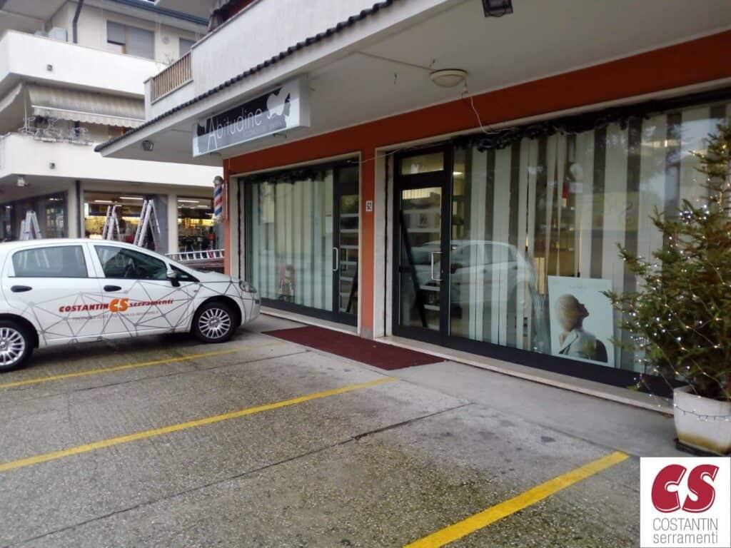 serramenti per negozi Rovigo: nuove vetrine