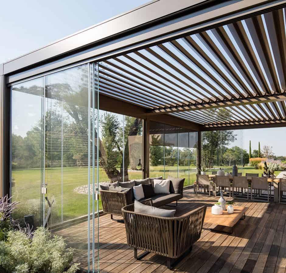 Pergola bioclimatica per giardino con chiusure laterali Rovigo